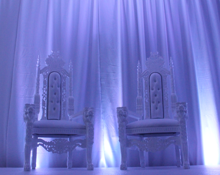 showroom throne chairs