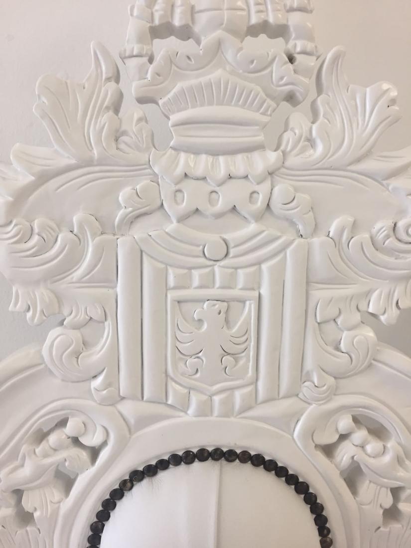 throne chair detailing
