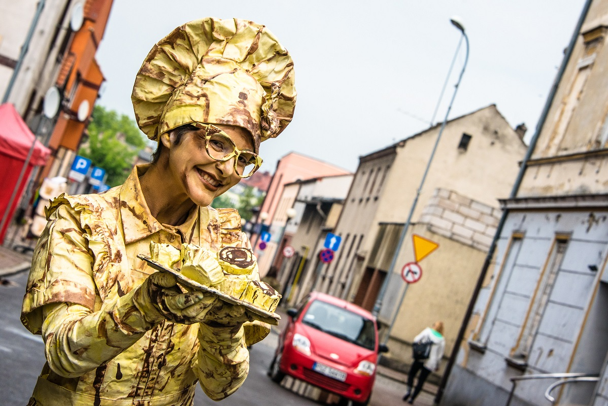 Sweet Muffin, Chocolate, Cake Lady - entertainer, living statue, walkabout